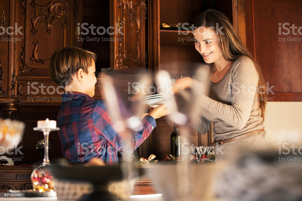 Mother and Son getting the Table ready on Christmas Eve photo libre de droits