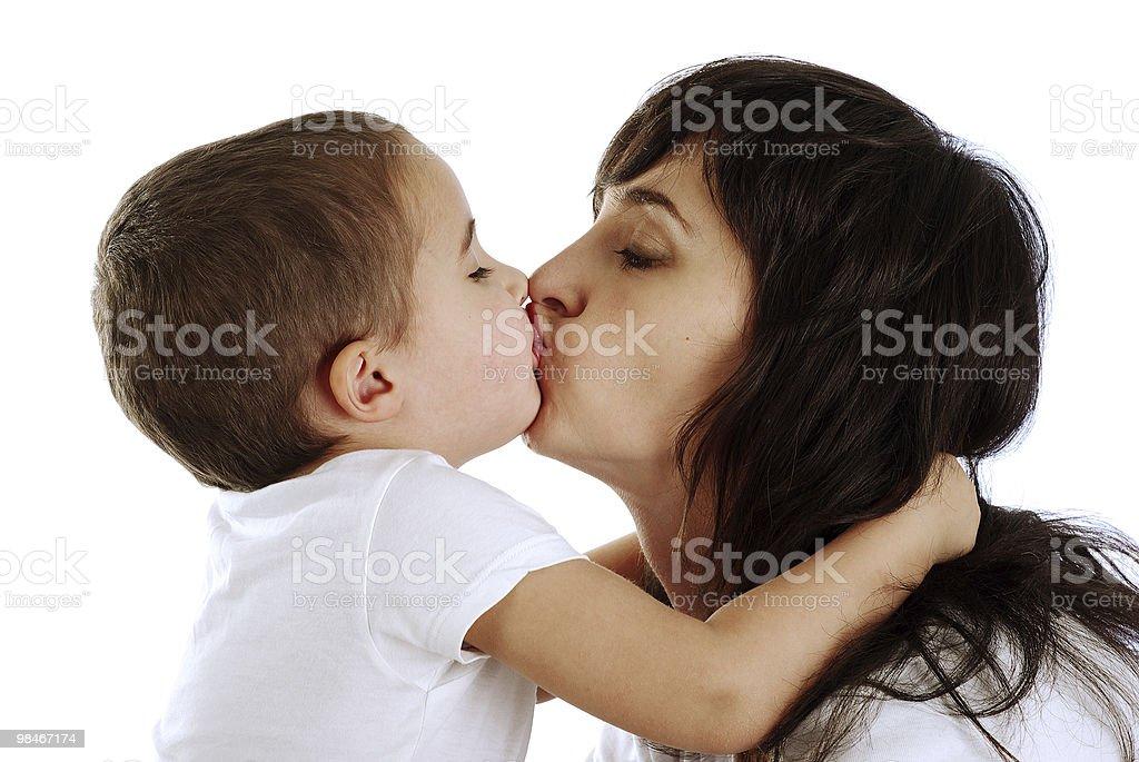 Madre e figlio che bacia foto stock royalty-free
