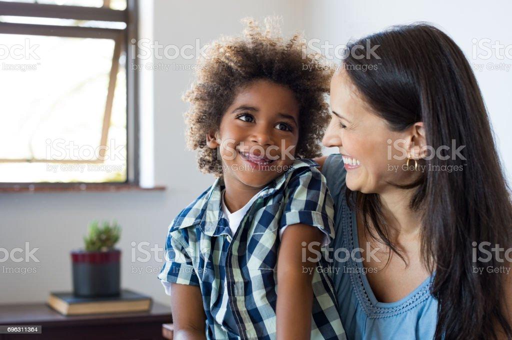 Mutter und Sohn Spaß – Foto