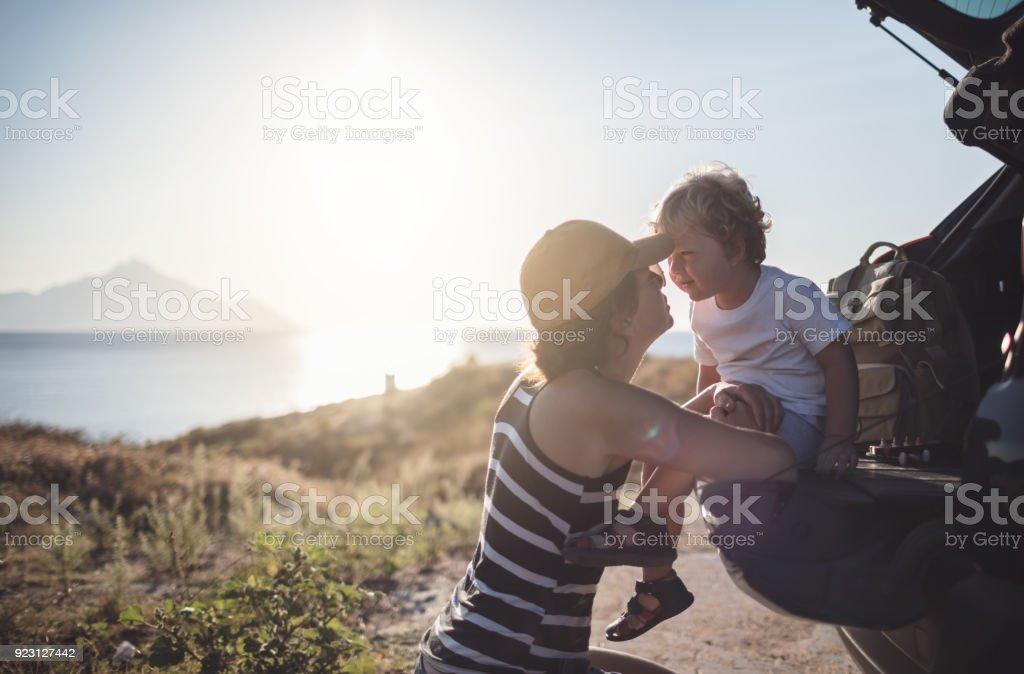 Mutter und Sohn auf der Roadtrip – Foto
