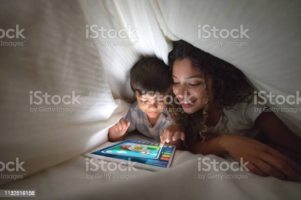 Mother and son playing on a digital tablet in bed picture id1132516158?b=1&k=6&m=1132516158&s=612x612&h=8wbd3vcu7d4sr6zjvnwpqc0eihkh3drkgwfklb3ubci=