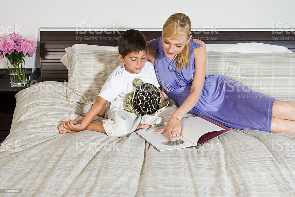 A mother and son reading a book 免版稅 stock photo
