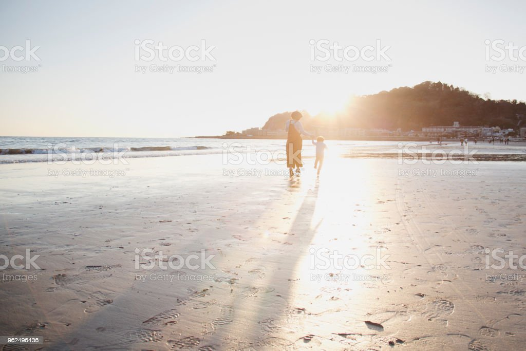 Mother and son running on the beach - Royalty-free 2-3 Years Stock Photo