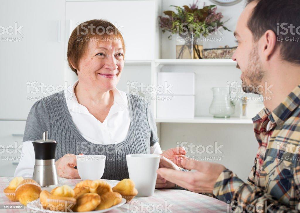 Mãe e filho passar o tempo - Foto de stock de 30-34 Anos royalty-free