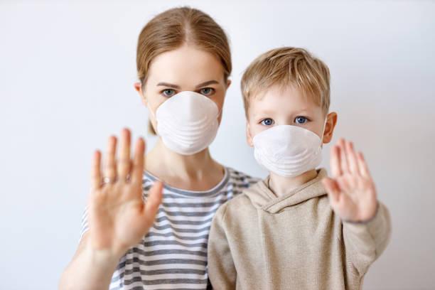 Mutter und Sohn versuchen, Krankheitsausbreitung zu stoppen – Foto