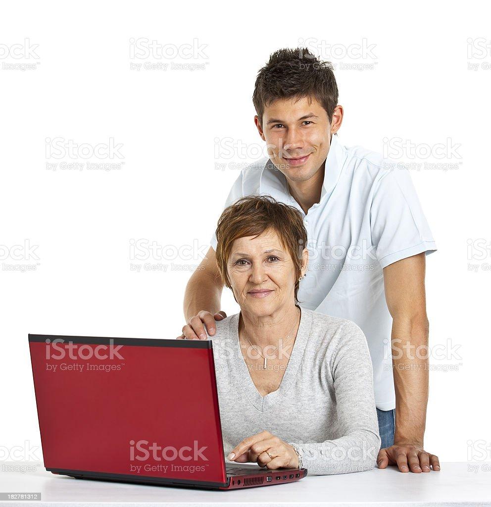 Mutter und Sohn mit roten laptop – Foto