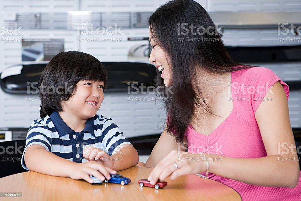 Mother and son with toy cars royalty-free 스톡 사진