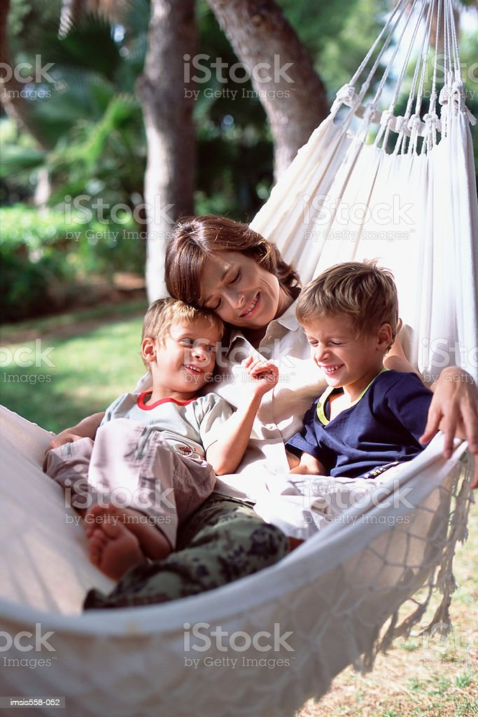 Mother and sons in hammock royalty free stockfoto
