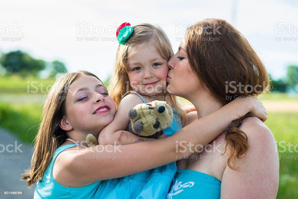 Mère et deux filles photo libre de droits