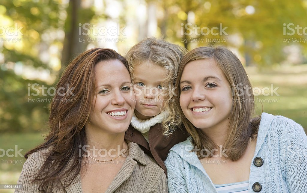 Madre e due figlie foto stock royalty-free