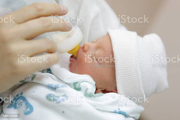Mother bottle feeding her premature baby in the hospital nursery picture id185123091?b=1&k=6&m=185123091&s=612x612&h=l6yunf43na8pt33  msz9krrja8do8o6gbw3wujvjmk=