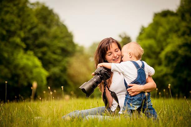 Mutter, Kind und Kamera – Foto