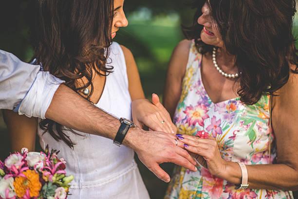 mother congratulating her daughter on a wedding day - mütterbrautkleider stock-fotos und bilder