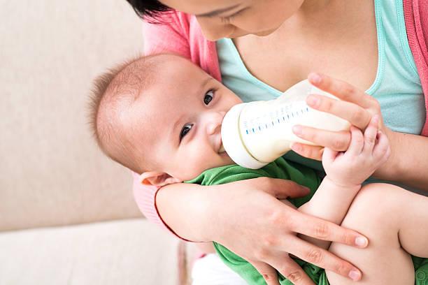 Baby Füttern – Foto