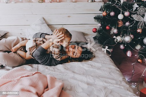 istock Mother lies on a bed with daughter. 884885590