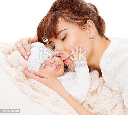 istock Mother Newborn Baby Family Portrait, Mom with New Born Kid 469591358