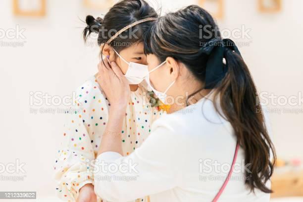 Mother putting protective mask on her daughters face picture id1212339622?b=1&k=6&m=1212339622&s=612x612&h=bo9lqjawx3y7s hznmwtueozzxik6pzpjg 72elwbv4=