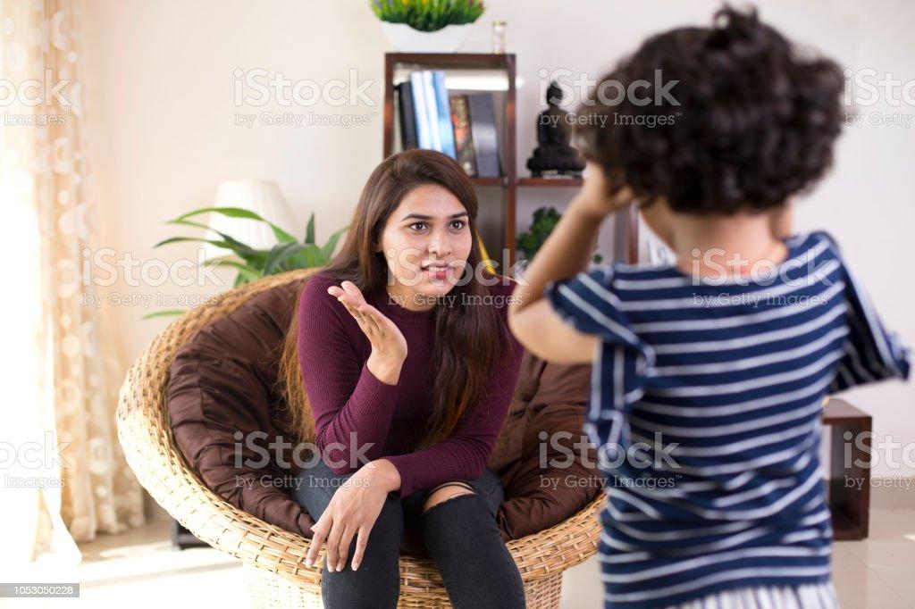 Mutter Tochter schelten – Foto