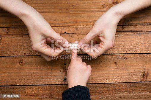 istock Mother to use a bandage to the child's finger 931599436