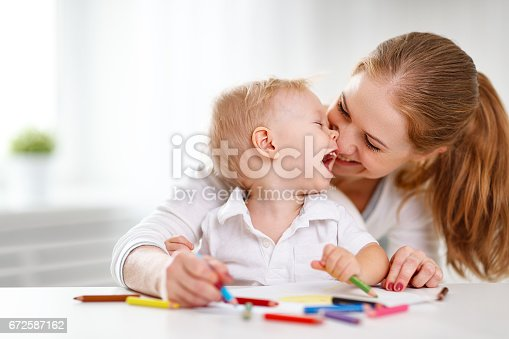 istock Mother with baby son with colored pencils 672587162
