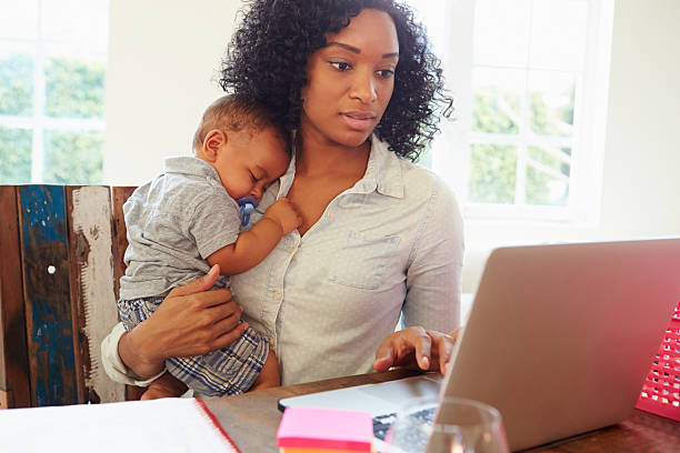 mother with baby working in office at home - singelmamma bildbanksfoton och bilder