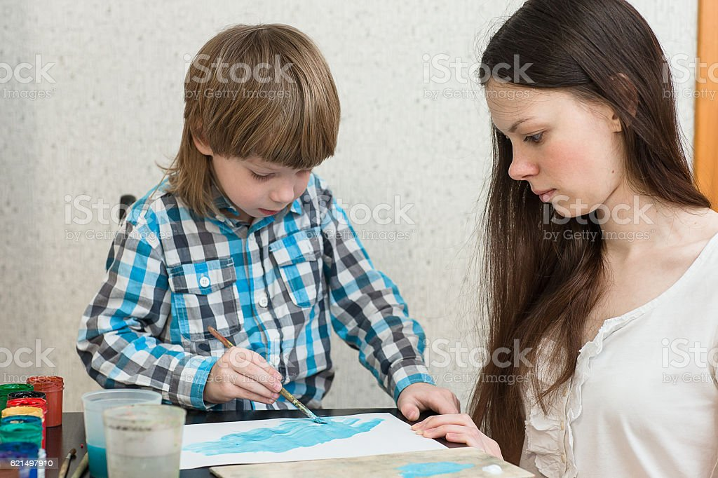 mother with boys son paint colors at home foto stock royalty-free