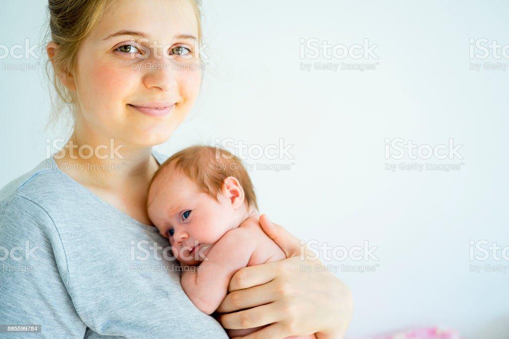 Madre con su bebé - foto de stock