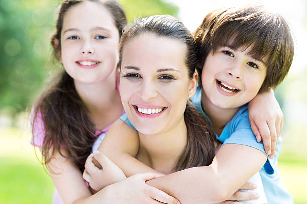 Mutter mit zwei Kindern – Foto