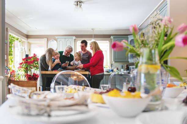 Muttertag mit Mehrgenerationen-Familie – Foto
