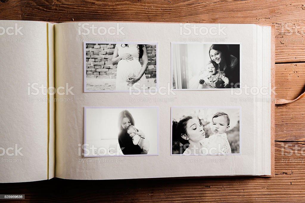 El día de la composición. Álbum de fotografías, blanco y negro, imágenes. - foto de stock