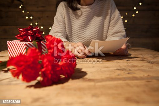 istock Mother's Day gift and letter 655303268