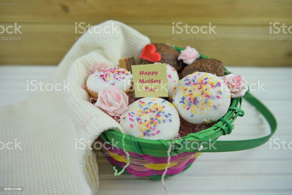 Mütter Taggeschenkkorb Mini Kuchen Schokolade Und Blumen Stock ...