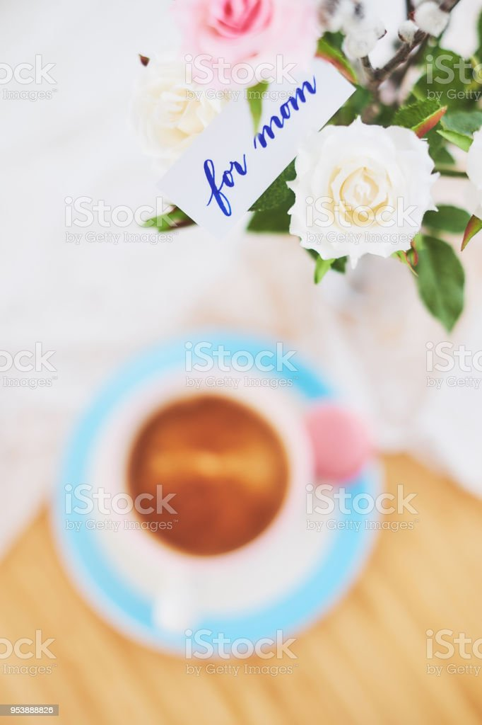 Mother\'s day - Note with coffee and flowers \'for mom\'