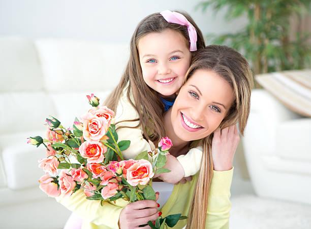 mother's day. - gute geschenke stock-fotos und bilder