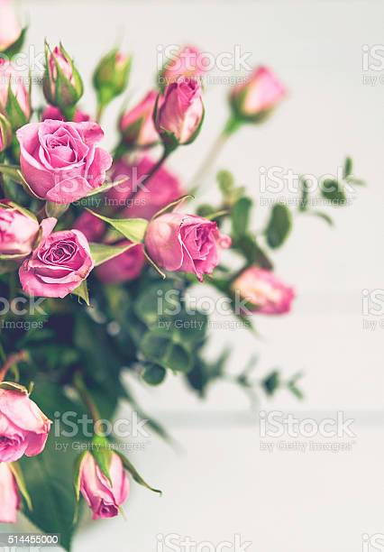 Mothers day rose bouquet in vase from above picture id514455000?b=1&k=6&m=514455000&s=612x612&h=6vstqmgm8ut h6cvwye6skjxsgifgma7fs4nl z9d3q=