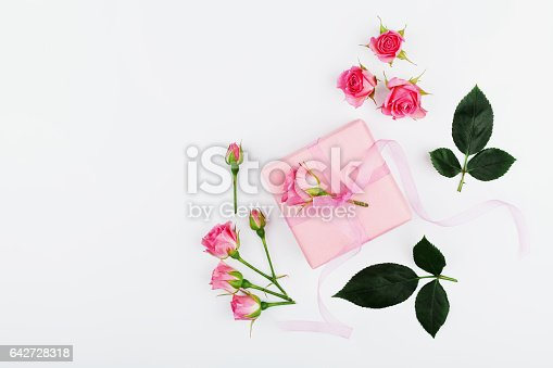 825251738istockphoto Mothers or Womans day greeting card concept. Flat lay. 642728318