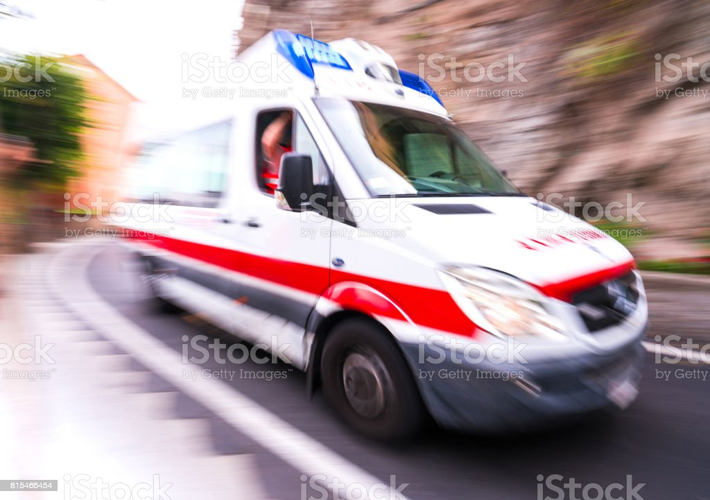 Motion blur ambulance in Italy - foto stock