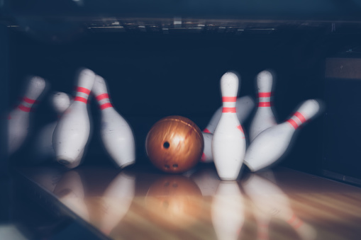istock motion blur of bowling ball and skittles on the playing field 980883284