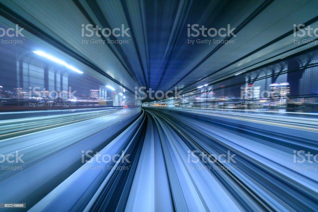 Motion blur der Zug bewegt sich in tunnel in Tokio, Japan – Foto