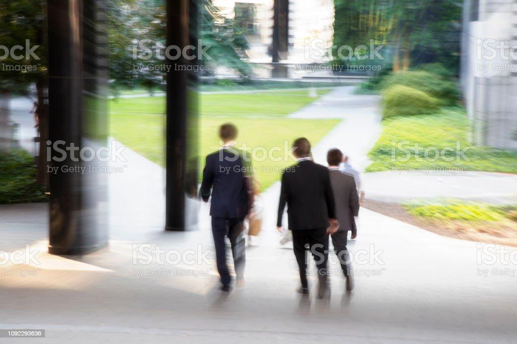Bewegung verwischt Gruppe von Geschäftsleuten – Foto