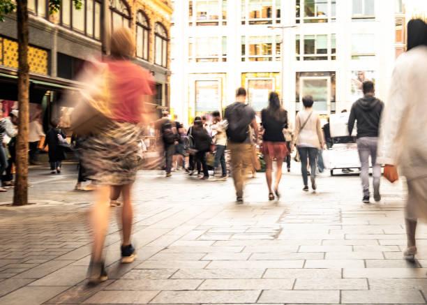 Movimiento borrosa escena callejera de la ciudad de Londres - foto de stock