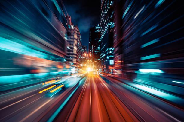 bewegung geschwindigkeit leichte rute mit nacht stadt hintergrund - nikada stock-fotos und bilder