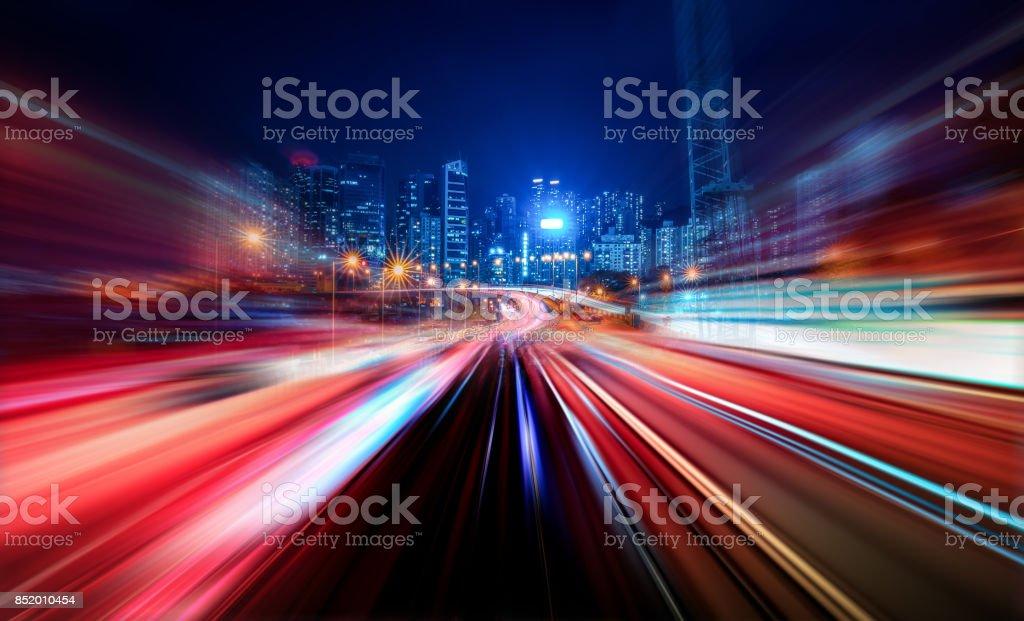 Bewegung Geschwindigkeit leichte Rute mit Nacht Stadt Hintergrund – Foto