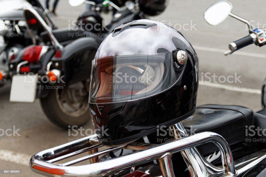 Moto Helm am Motorrad – Foto