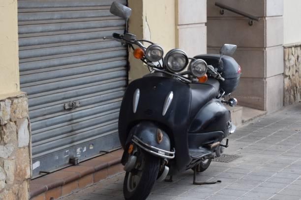 외로운 자전거 - motociclista 뉴스 사진 이미지