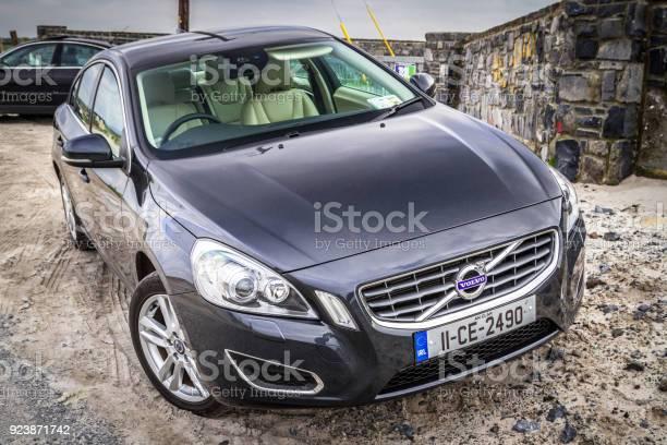 Bil Volvo V60 Parkerade Vid Stranden-foton och fler bilder på Bil