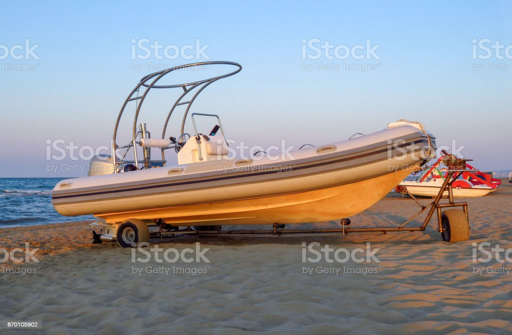 Motor lifeboat on the beach - foto stock