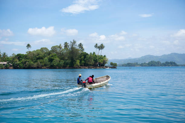 Motorboot Abfahrt Kranket Insel, Madang, Papua New Guinea – Foto