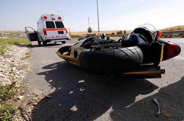 motorcycle accident - ongeluk transportatie evenement stockfoto's en -beelden