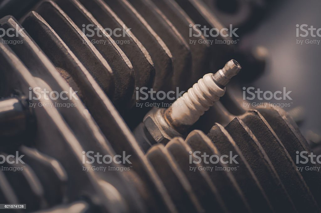 Motorcycle cylinder and spark plug detail photo libre de droits